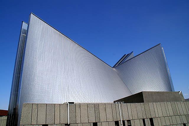tokyo_catedral_side.jpg