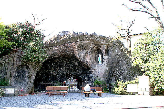 tokyocathedral_cave.jpg