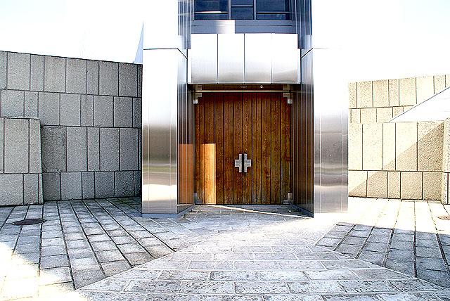 tokyocathedral_door.jpg