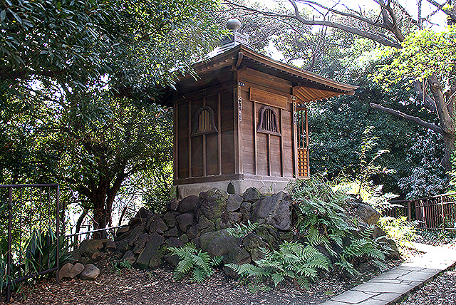 tokyotower_temple.jpg