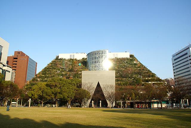 acrosfukuoka_facade.jpg