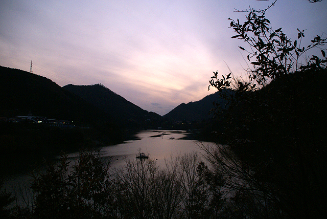 asagirilakelightup_lake.jpg
