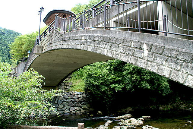 iyonakayama_yugurihouse_bridge2.jpg