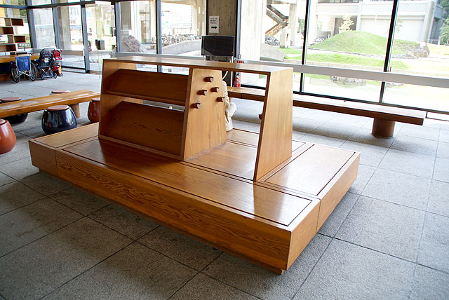 kagawapo_lobby_bench.jpg