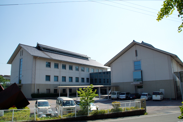 kamimuseum_facade2.jpg