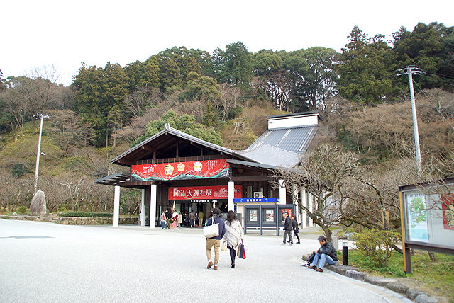 kyushumuseum_entrance.jpg