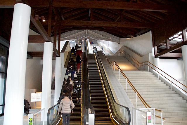 kyushumuseum_escalator.jpg