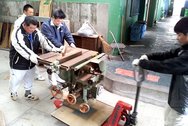 machinecarrying5.jpg