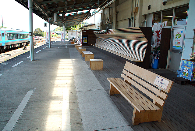 nakamurast_plathome_bench.jpg