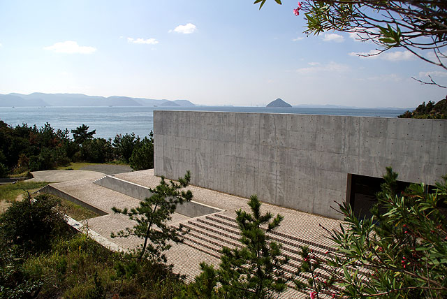 naoshima_benesse_outside.jpg
