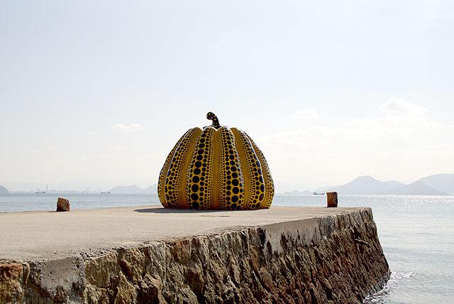 naoshima_benesse_yellowpumpkin.jpg