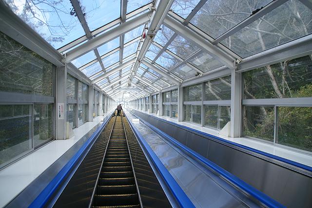 narutosea_escalator.jpg