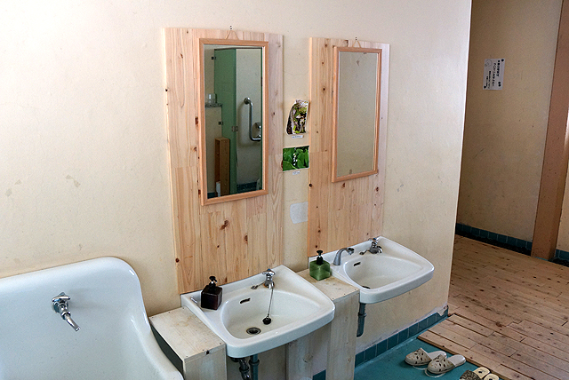 nishihour_fs_toilet.jpg