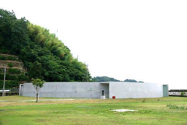 omishima_iwamuseum_outside.jpg