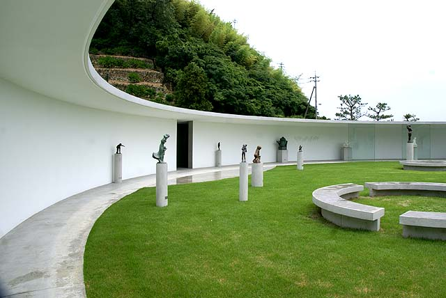omishima_iwamuseum_round1.jpg