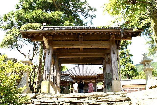 saredani_oyakushi_gate.jpg