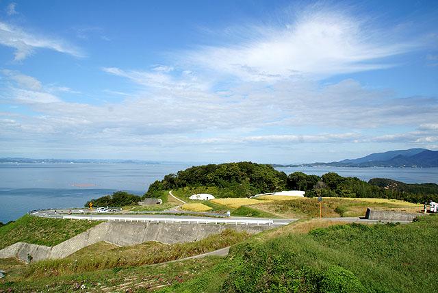 teshima_museum_hill.jpg