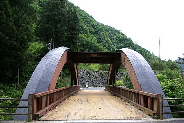 tobetokaido_kaminomoribridge1.jpg
