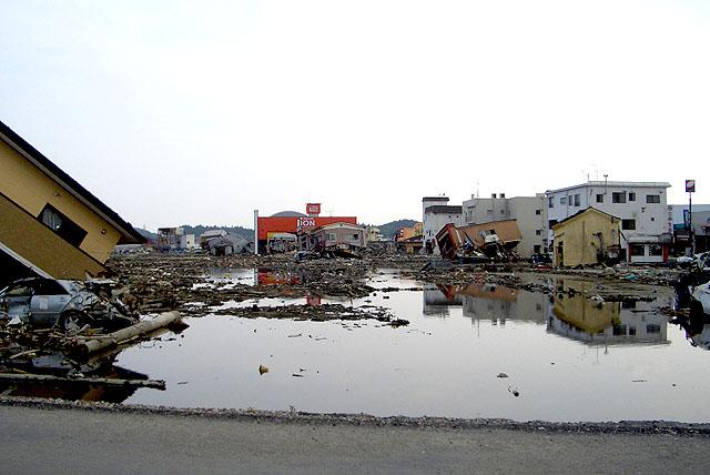 tohokushinsai_pond.jpg