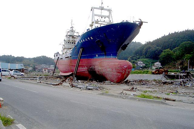 tohokushinsai_ship.jpg