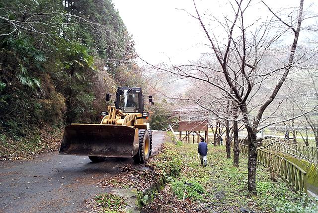 yusukawajuku_kohazaparkcleaning1.jpg
